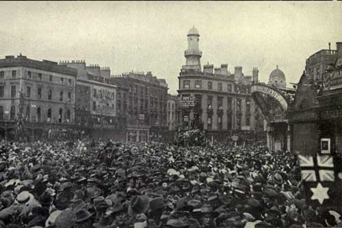 Crowds outside Kings Cross Station awaiting the return of Hawker and Mackenzie Grieve